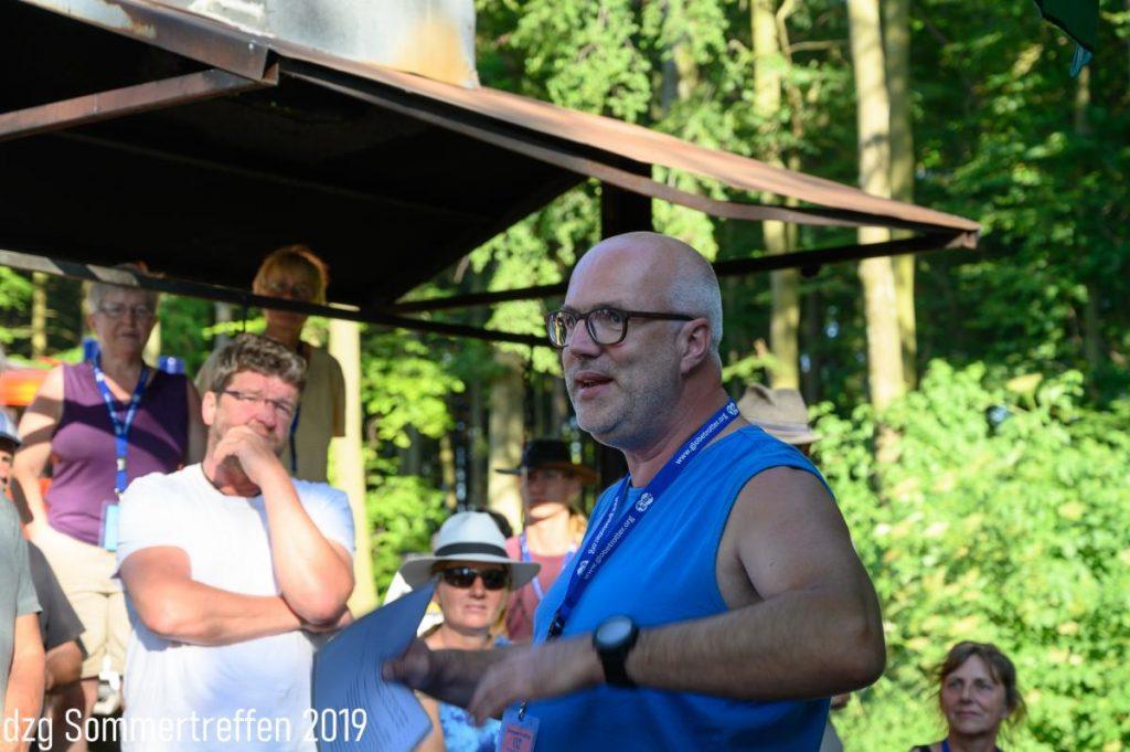 Jens Hövelmann bei der Festrede zu 45 Jahre dzg